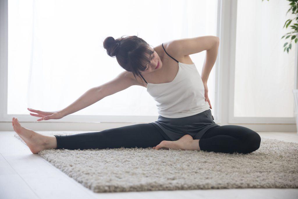 【自宅で簡単ストレッチ】反り腰・左右差のある腰痛・骨盤の歪み予防ストレッチ