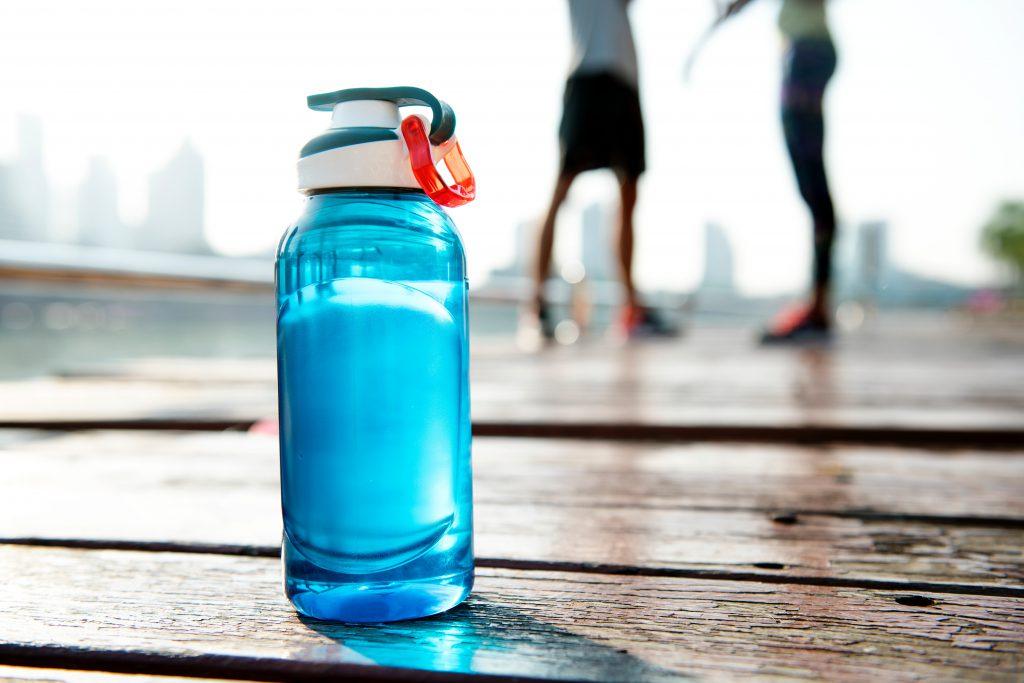 炎天下でスポーツパフォーマンス低下を防ぐ暑さ対策